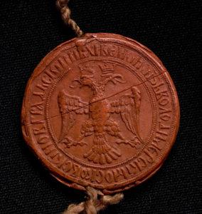 Красно-восковая вислая печать с изображением двуглавого орла и всадника поражающего копьем змея, послужившая прообразом герба Российского государства